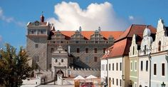 Horšovský Týn Chateau - What was life like in the Renaissance and how did the first Japanese in the Czech lands live? Czech Republic, Hungary, Poland, Places To Go, Explore, Mansions, Palaces, House Styles, Castles