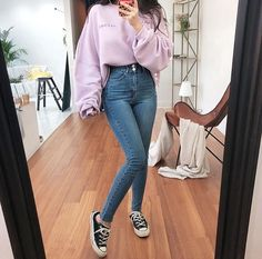 Find images and videos about outfit, converse and jean on We Heart It - the app to get lost in what you love. Teenage Outfits, Korean Outfits, Retro Outfits, Cute Casual Outfits, Simple Outfits, Stylish Outfits, Jugend Mode Outfits, Korean Girl Fashion, Winter Fashion Outfits