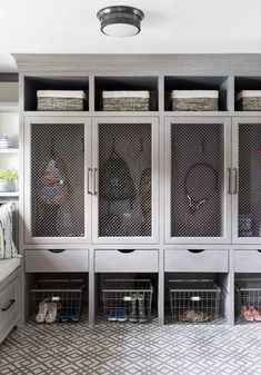 21 Mudroom Storage and Organization Ideas Mudroom Laundry Room, Laundry Room Design, Closet Mudroom, Mudroom Cubbies, Mud Room Garage, Design Studio, House Design, Ceiling Shelves, Room Inspiration