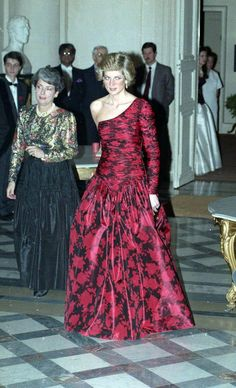 November 10 1988 Charles & Diana host a Dinner for French Dignitaries at the British Embassy in Paris, with Ambassador Sir Ewen Fergusson and his wife Sara