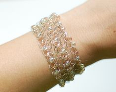 Fun and easy! Beaded wire crochet bracelet pattern and tutorial ... neat!