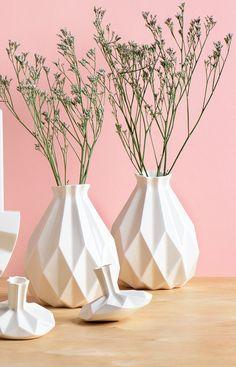 Home Decor Ideen 6 Möglichkeiten, gehören Keramik In Ihr Interieur / / diese geometrische Keramik Vasen Ihr Interieur Tiefe und Dimension hinzu und erstellen Sie das perfekte Zuhause für einen frischen Blumenstrauß.