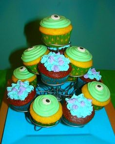 Cute cupcakes at a Monster University Party #monsters #partycupcakes