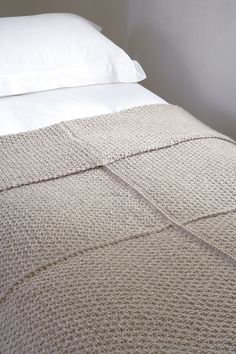Chunky knitted blanket with knitting directions