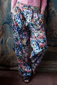Flowerpower: Kostenlose Nähanleitung für eine luftige Sommerhose - Initiative Handarbeit
