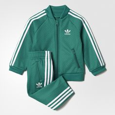 This toddlers' track suit reinvents the iconic SST suit in lightweight mesh. The full-zip jacket has front zip pockets, and matching bottoms have an elastic waist for easy on and off. Both pieces feature 3-Stripes and a printed Trefoil logo so your little one can show their adidas pride.