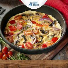 Preparar un omelette sin que se pegue en la sartén es fácil, solo añade una pizca de sal al aceite, vacíalo a la sartén y listo!!!  #egg #huevo #HuevoSanJuan