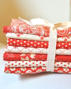 Red&CreamBundle of yummy Fig Tree fabric.