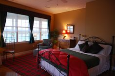 MacKintosh Suite - This spacious room with large double vanity bathroom equipped with two person hydro-thermal massage bath and separate shower. Located at the Braeside Inn. #gatlinburg