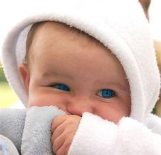 That baby has the most pretty eyes ever!!!!!!