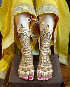 Mehndi is used for decorating hands of women during their marriage, Teej, Karva Chauth. Here are latest mehndi designs that are trending in the world. Wedding Henna Designs, Rose Mehndi Designs, Latest Bridal Mehndi Designs, Henna Art Designs, Mehndi Designs For Hands, Rangoli Designs, Tattoo Designs, Leg Mehendi Design, Leg Mehndi