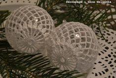 decoupage i inne dziwadła ...: Bombki szydełkowe ze schematami cz.2 Crochet Christmas Decorations, Crochet Ornaments, Christmas Crochet Patterns, Crochet Flower Tutorial, Crochet Flowers, Arts And Crafts, Diy Crafts, Christmas Bells, Thread Crochet