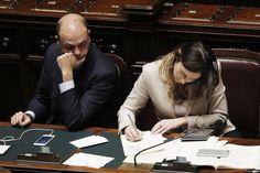 Due clamorose promozioni e tante conferme: nasce il vergognoso Governo Gentiloni