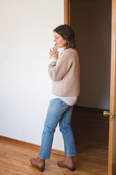 3 Ways to Style an Oversized Sweater - Seasons + Salt Fall Winter Outfits, Autumn Winter Fashion, Spring Outfits, Fleece Tights, Warm Sweaters, Beige Sweater, Weekend Outfit, Dress For Success, Piece Of Clothing