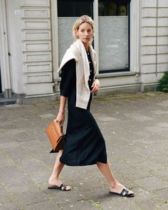 Korean Fashion Tips .Korean Fashion Tips Fashion Mode, Minimal Fashion, Timeless Fashion, Fashion Outfits, Fashion Tips, Korean Fashion, Style Désinvolte Chic, Style Casual, Casual Chic