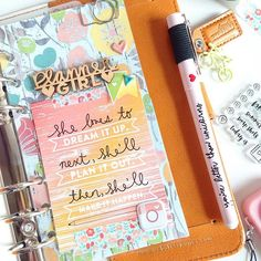 Getting adventurous in my Caramel Color Crush by using the wood veneers from @theplannersociety's August kit on my dashboard!  Tip: Glue Dots will change your life when it comes to adding dimensional ephemera to your planners :) more inspo: @thefoxyfix @theplannersociety @theresetgirl @createwithbeth @villabeautifful_creates @janettelaneblog @livelifeandcreate @plannerfriend #plannerdarlingspotd