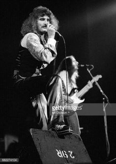 david-byron-and-mick-box-of-uriah-heep-performing-on-stage-at-odeon-picture-id682274104 433×612 Pixel