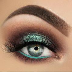 makeup Halloween makeup Palette Nice green makeup with glitter . Eye Makeup Images, Eye Makeup Tips, Smokey Eye Makeup, Makeup Goals, Skin Makeup, Makeup Inspo, Makeup Art, Makeup Inspiration, Makeup Ideas
