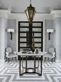 Opulent and elegant or eclectic and relaxed, the entryway is a place to welcome guests and set the tone for the design of the rest of the home. From San Francisco to New York to London, these beautifully appointed spaces will inspire you to create your ideal foyer.