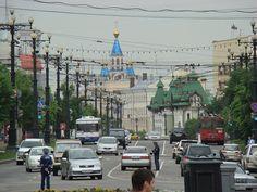レーニン広場から見たムラヴィヨフ・アムールスキー通り。旧ドゥーマ(議会)ビルや生神女就寝大聖堂(ウスペンスキー聖堂)などが建つ Muravyov-Amursky Street view from Lenin sq ◆ハバロフスク - Wikipedia https://ja.wikipedia.org/wiki/%E3%83%8F%E3%83%90%E3%83%AD%E3%83%95%E3%82%B9%E3%82%AF #Khabarovsk