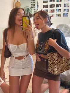 Fashion Tips Winter .Fashion Tips Winter Summer Outfits, Cute Outfits, Cute Friends, Best Friends, Looks Cool, Aesthetic Clothes, Pink Aesthetic, Fashion Outfits, Fashion Tips