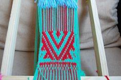 Tejidos en telar Mapuche hechos por mis alumnas, ñimikan Tapestry Weaving, Loom Weaving, Textiles, Lana, Beach Mat, Outdoor Blanket, Wool, Embroidery, Design