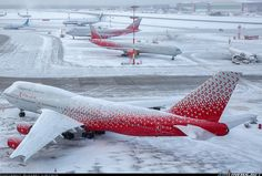 Rossiya - Russian Airlines Boeing 747-446 EI-XLH feeling the cold at Moscow-Vnukovo, November 2016. (Photo: Aleksey Lisitsyn)