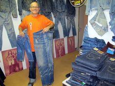 Ruedi Karrer cuenta con más de 12.000 Jeans y chaquetas de mezclilla desde 1950 hasta hoy.