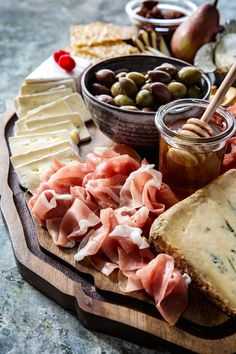 Nothing kick starts a party like a good cheese and meat board, so here's my tips for how-to make a cheese and charcuterie board Stilton Cheese, Boursin Cheese, Creamy Cheese, Best Cheese, Meat And Cheese, Hot Appetizers, Appetizer Recipes, Appetizer Ideas, Antipasto