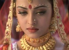 There are countless types of Indian brides, from Punjabi to Kashmiri to Tamilian. Here are the most iconic Indian Bollywood bridal dresses ever! Aishwarya Rai Makeup, Actress Aishwarya Rai, Aishwarya Rai Bachchan, Bollywood Actress, Tamil Actress, Prettiest Actresses, Beautiful Actresses, Indian Makeup, Indian Beauty