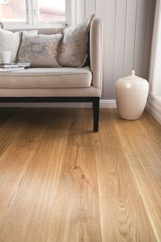 Find your floor with Boen. We offer parquet and hardwood floor in 1 strip plank and 3 strip. Classic, modern flooring of high quality produced in Europe. Wood Parquet, Parquet Flooring, Hardwood Floors, Classic Elegance, Classic Style, Modern Flooring, Flooring Options, Plank, Renovation