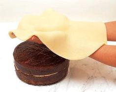 Receta de pasta laminada de mazapán para cubrir y decorar tartas