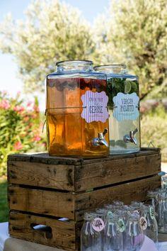 pre-appetizer drinks, like water, lemonade, tea  UN MARIAGE À TRETS