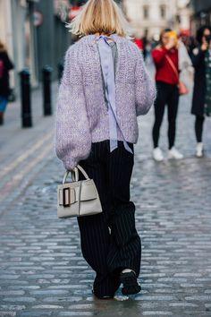 LFW Street Style by Jonathan Daniel Pryce London Fashion Weeks, New York Fashion Week Street Style, Autumn Street Style, Street Chic, Knit Fashion, Star Fashion, Love Fashion, Fashion Looks, Stylish Outfits
