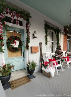 The Best Farmhouse Christmas Decor Inspiration – A huge collection of Farmhouse Christmas Decor inspiration that is completely on-trend, showcasing neutral color palettes with natural materials. Christmas Farm, Farmhouse Christmas Decor, Outdoor Christmas Decorations, Christmas Design, Christmas Ideas, White Christmas, Christmas 2019, Christmas Front Porches, Holiday Ideas