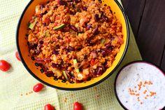 Die Quinoa Bowl ist gesund und einfach zuzubereiten. Man kann sie auch gut im Kühlschrank aufbewahren. Auf meinem Blog findet ihr das Rezept. Feta, Zucchini, Healthy Food, Healthy Recipes, Quinoa Bowl, Grains, Rice, Blog, Cooking Red Lentils