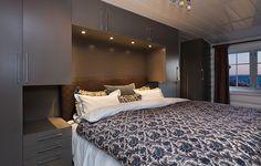 Bilderesultater for skap bygget opp rundt seng ikea Wardrobe Design Bedroom, Modern Bedroom Design, Bed Design, Fitted Bedroom Furniture, Fitted Bedrooms, Home Bedroom, Master Bedroom, Bedroom Decor, Interior Design Living Room