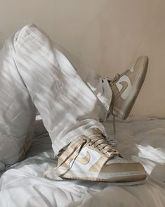 Dr Shoes, Swag Shoes, Hype Shoes, Me Too Shoes, Shoes Sneakers, Beige Sneakers, Sneakers Mode, Sneakers Fashion, Fashion Shoes