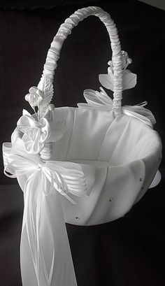 Wedding Flower Girl Basket with Satin Bows. Basket Drawing, Wedding Gift Baskets, Ring Pillow Wedding, Flower Girl Basket, Rings For Girls, Basket Decoration, Bridal Flowers, Satin Flowers, Wedding Crafts