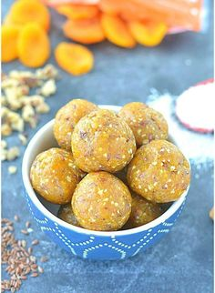 An amazingly delicious no cook apricot energy bites are a perfect snack made with flax seeds, healthy nuts, & desiccated coconut! Dessert Recipes For Kids, Healthy Dessert Recipes, Raw Food Recipes, Cooking Recipes, Dessert Ideas, Vegan Sweets, Healthy Sweets, Healthy Baking, Healthy Snacks