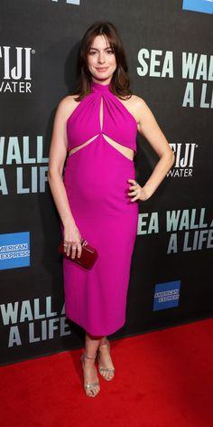 Look of the Day - Anne Hathaway stepped on to the red carpet at the Sea Wall\A Life Broadway opening in a pink Brandon Maxwell dress with strategically placed cutouts. Silver sandals and a red clutch added the perfect finishing touches to her look. Anne Hathaway Style, Maggie Gyllenhaal, Ralph And Russo, Red Carpet Looks, Celebrity Style, Celebrity Babies, Maternity Fashion, Fashion Outfits, Fashion Tips