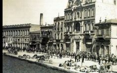 The Great Fire of Izmir ( Smyrna ) 1922 Old Greek, Turkish People, The Great Fire, In Ancient Times, Thessaloniki, Historical Architecture, Historical Pictures, Old Photos, Paris Skyline