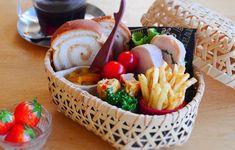 サンドイッチばかり作ってない?個性あふれる「パン弁当」を持って出かけよう Bento Box, Lunch Box, School Lunch, Love Food, Sushi, Sandwiches, Cheese, Dishes, Cooking