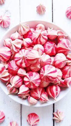 striped raspberry meringues More