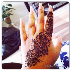 Can't seem to get enough of #henna henna'd my #hand just now  #henna #hennaart…