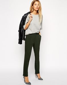 Work wear. Love a good pair of peg trousers, they're so versatile and easy to style. #interviewoutfit #workoutfit