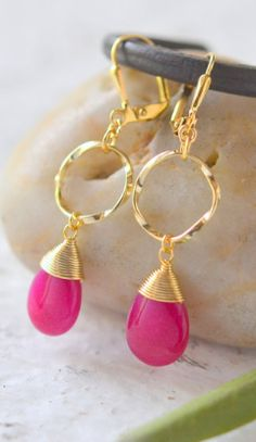 Pop of pink!   I need these in Silver and in Gold!!!!!!!!!!!