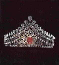 The Imperial wedding tiara. 1,000 diamonds with a 13 carat pink diamond