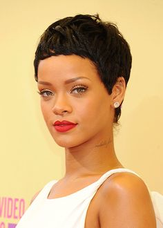 Look for latest pixie cuts? Find out the trendy pixie hairstyles and haircuts at TheHairstyles. We can give you enough pixie hair styling inspirations in Rihanna Hairstyles, Pixie Hairstyles, Celebrity Hairstyles, Pixie Haircuts, Hairstyles 2018, Very Short Hair, Short Hair Cuts, Short Hair Styles, Natural Hair Styles