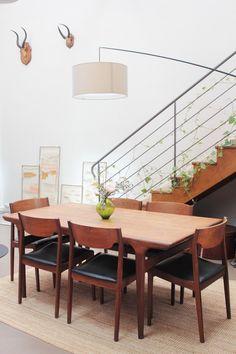 Le loft vintage d'Aurélia Wolff, fondatrice de la marque éco-friendly Whole Plaid Xxl, Les Bons Coins, Dining Room, Dining Table, Blog Deco, Vintage Design, House Tours, Eco Friendly, Small Living Rooms